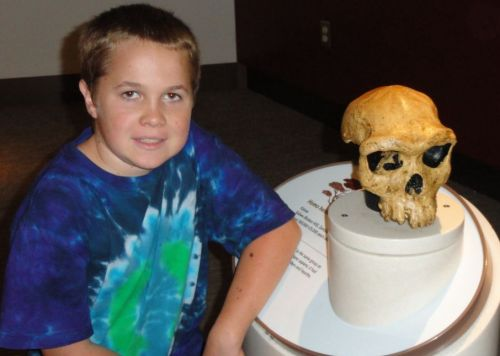 My son Manuha with a Homo heidelbergensis skull at Smithsonian